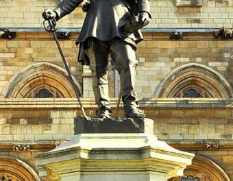Image illustrant l'article Oliver_Cromwell_statue,_Westminster de Clio Prépas