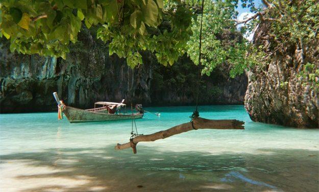 Thaïlande: les îles Phi Phi, un espace touristique menacé