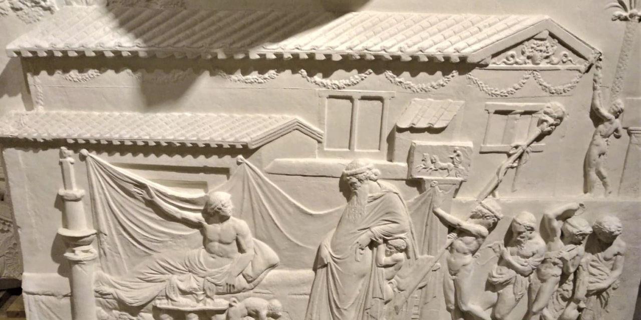 La politique religieuse augustéenne à travers deux copies de reliefs du musée Adolf Michaelis