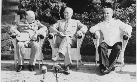 Image illustrant l'article L_to_R,_British_Prime_Minister_Winston_Churchill,_President_Harry_S._Truman,_and_Soviet_leader_Josef_Stalin_in_the..._-_NARA_-_198958 de Clio Prépas